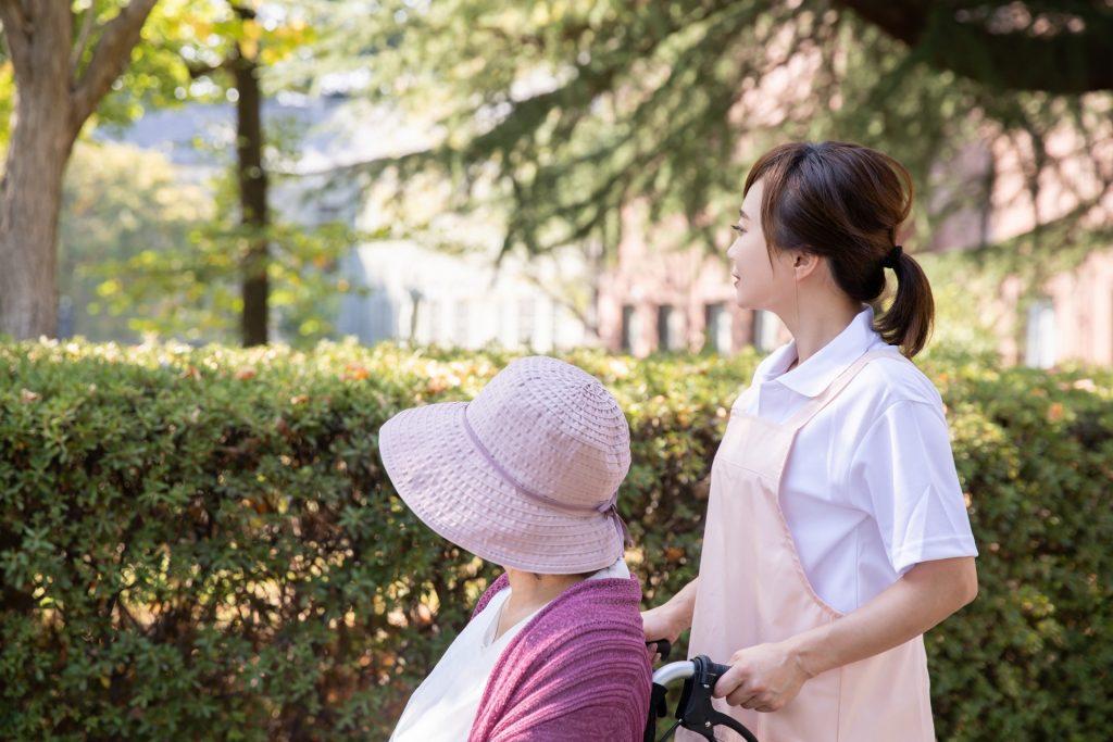 記事「【40代の転職】介護の転職、40代は難しい?失敗しないための「たった1つの法則」を解説します」トップ画像